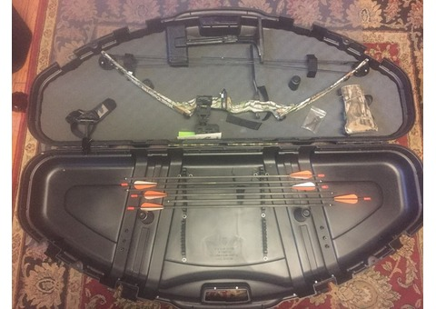 Youth compound Bow left handed complete set like new